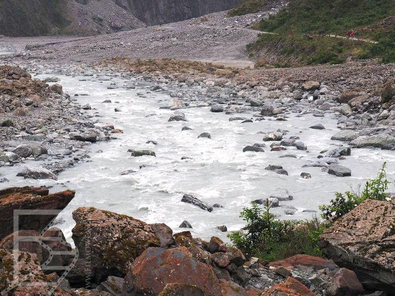 Rzeka przy lodowcu Fox