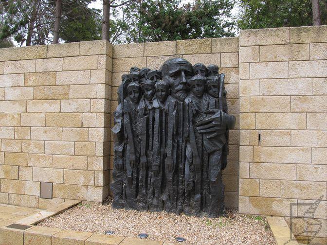 Pomnik Janusza Korczaka w Yad Vashem (Jerozolima)