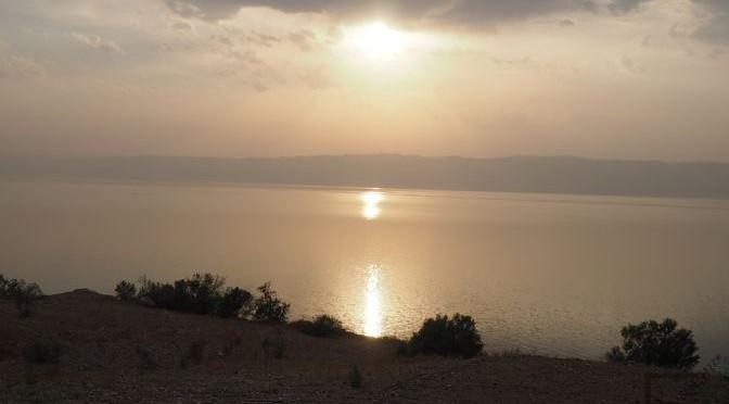 Morze Martwe, pływanie w słynnym, słonym jeziorze