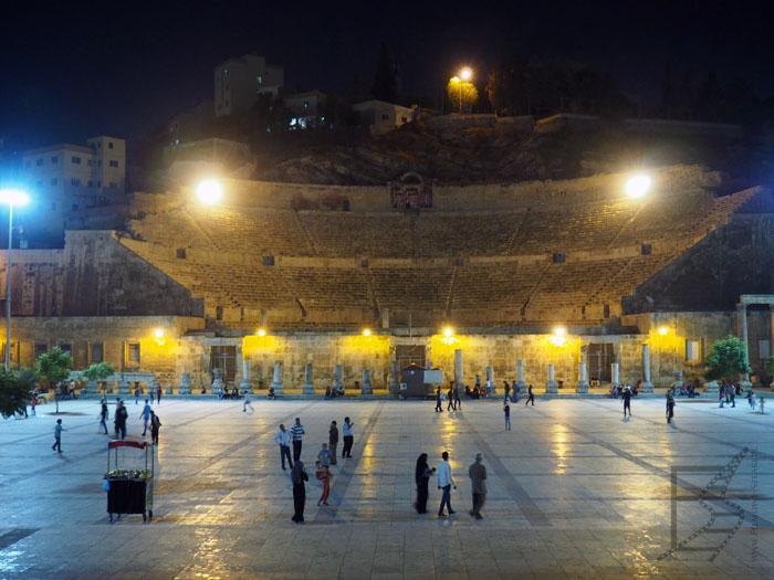 Amfiteatr, jedna z rzymskich pozostałości Ammanu. Po bokach znajduje się muzeum etnograficzne.