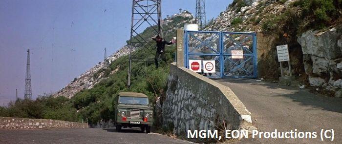 """Gibraltar, James Bond – """"W obliczu śmierci"""", sekwencja początkowa"""