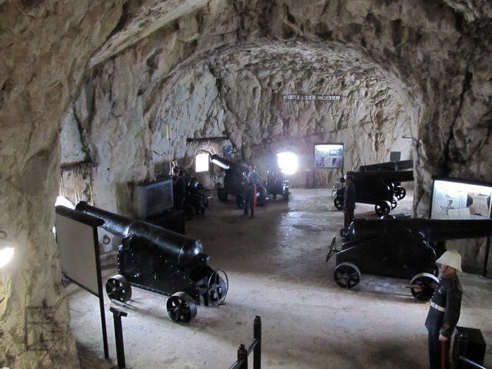 Tunele fortecy. Na zdjęciu Great Siege Tunnels.