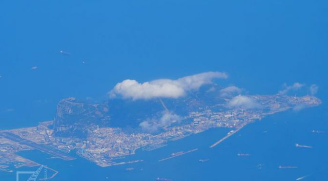 Gibraltar i James Bond, małpy i zwiedzanie skały