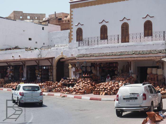 Kramy z garnkami w Safi
