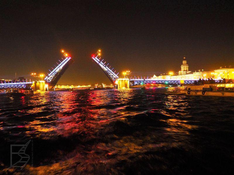 Most otwierany w nocy na Newie (Sankt Petersburg)