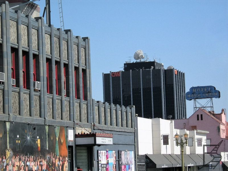 Hollywood i budynek CNN