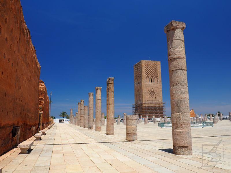 Wieża Hassana wewnątrz Mauzoleum (Rabat)