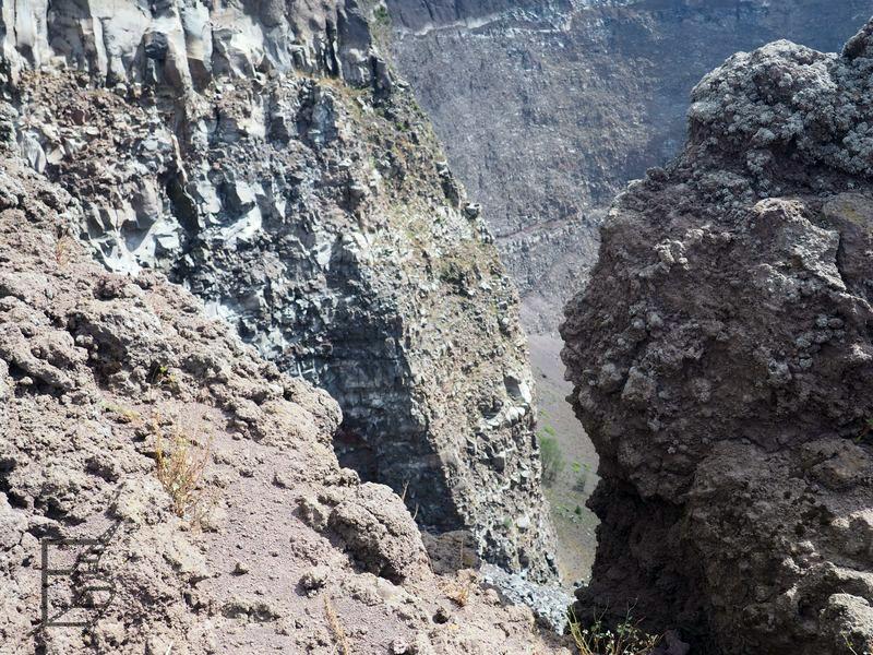 Wezuwiusz, widok na krater z grani