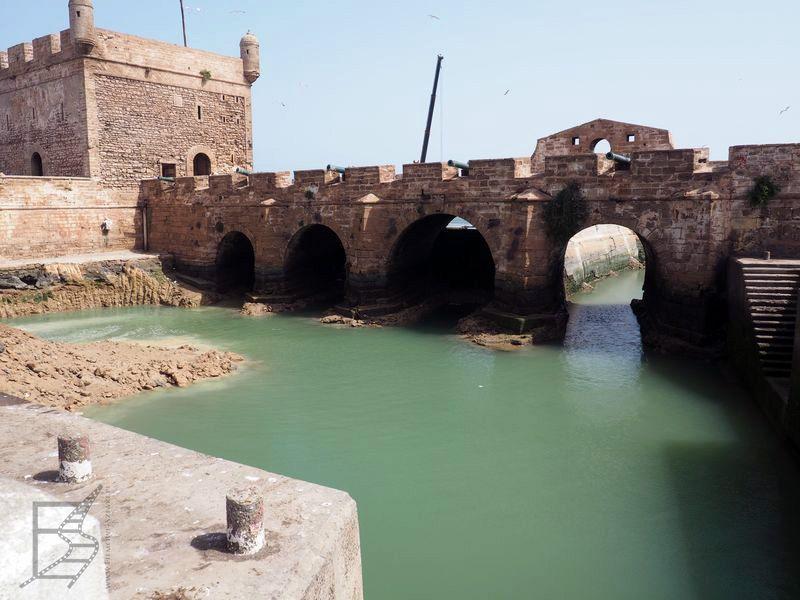 Fragmenty budowli wykorzystanych w Grze o tron (As-Suwajra)