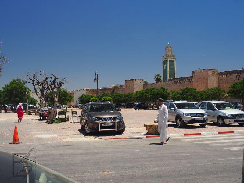 Meknes, mury i minaret Wielkiego Meczetu. Meczet podobno wybudowano w XII wieku, minaret w czasach Muhammada III.