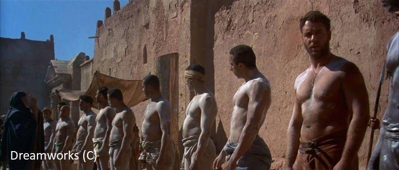 """Targ niewolników w """"Gladiatorze"""". Maximus po prawej. Całość nagrywano w Ajt Bin Haddu."""