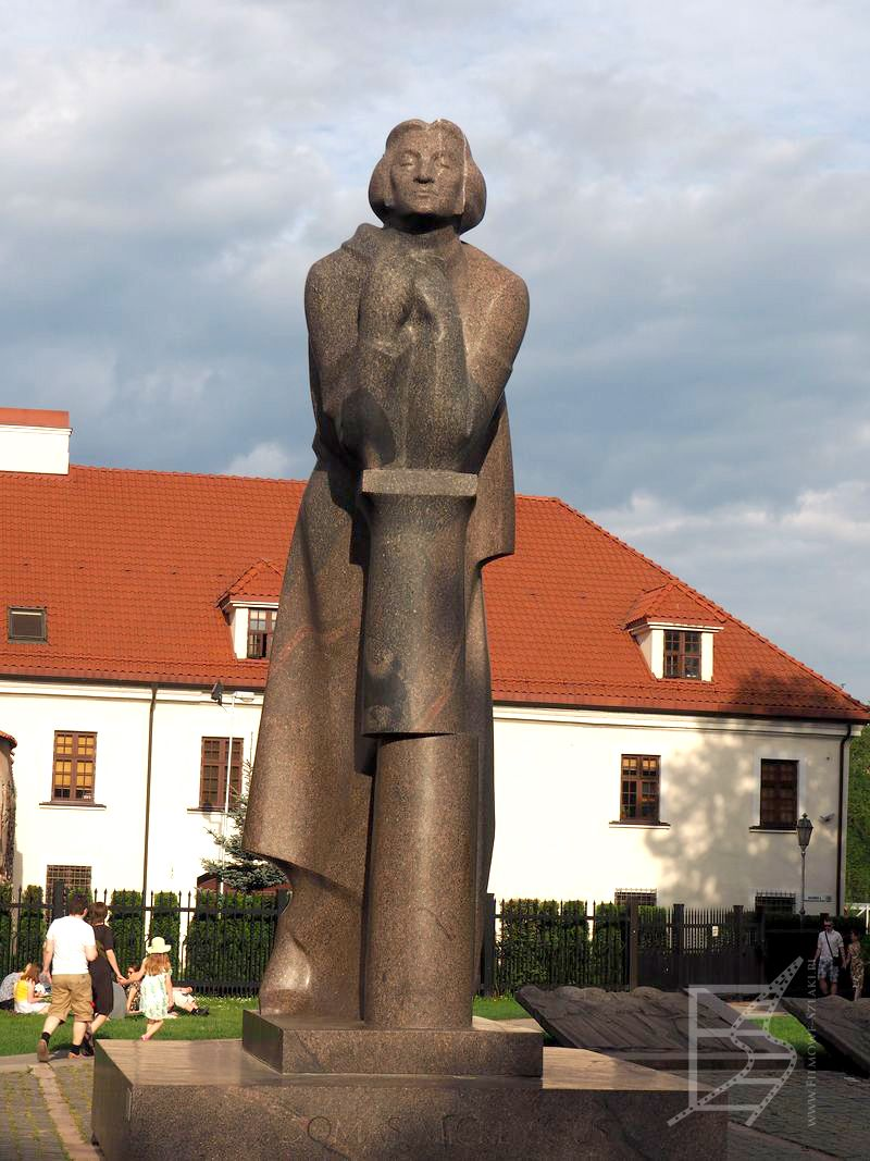 Pomnik Andrzeja Mickiewicza w Wilnie