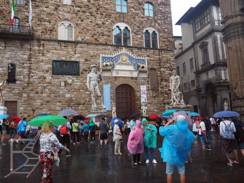 Kopie dzieł przed pałacem (Florencja)