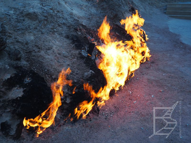 Yanar Dag, ognie na skałach