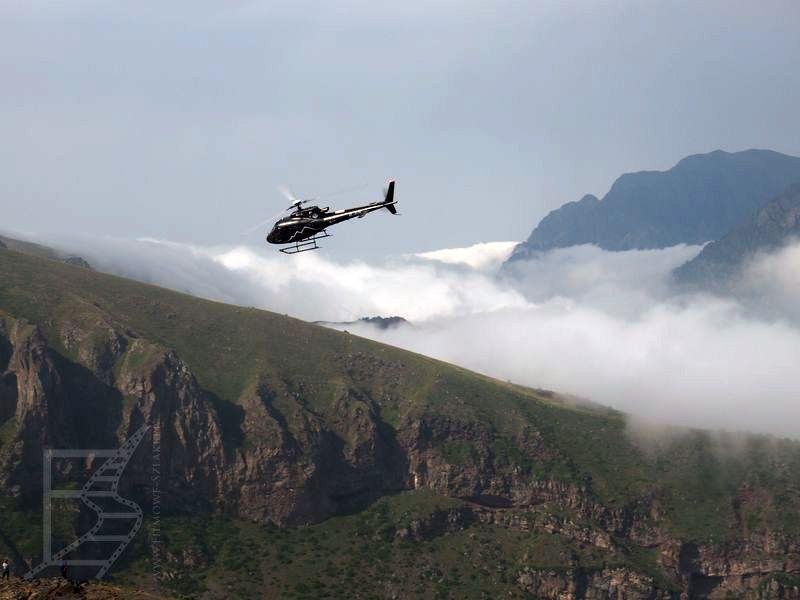 Widok z Cminda Sameba (okolice wioski Kazbegi)