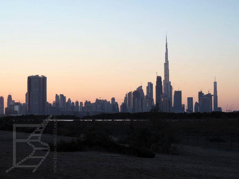 Panorama Dubaju wieczorem