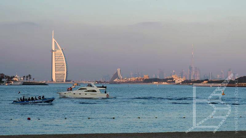 Burj Al Arab z plaży (Dubaj)