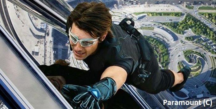 """""""Mission: Impossible – Ghost Protocol"""" i Tom Cruise (jako Ethan Hunt) robiący samodzielnie popisy kaskaderskie. (Burj Khalifa, Dubaj, ZEA)"""