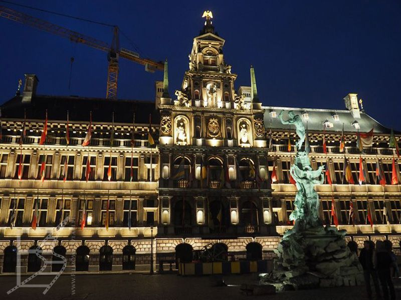 Ratusz, Grote Markt i fontanna Brabo (Antwerpia)