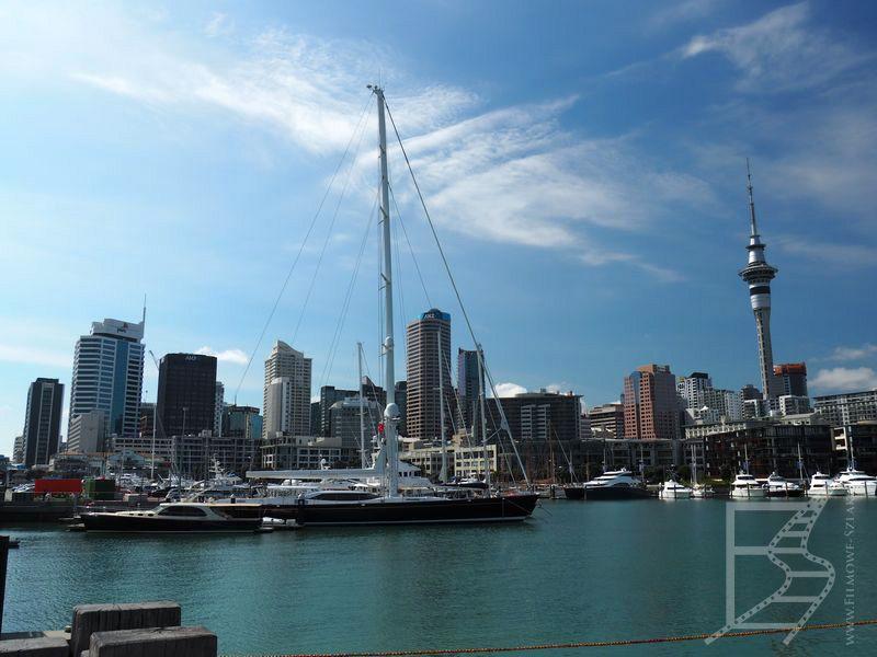 Widok na centrum Auckland z portu