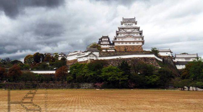 Himeji, zamek z Bonda i Kurosawy