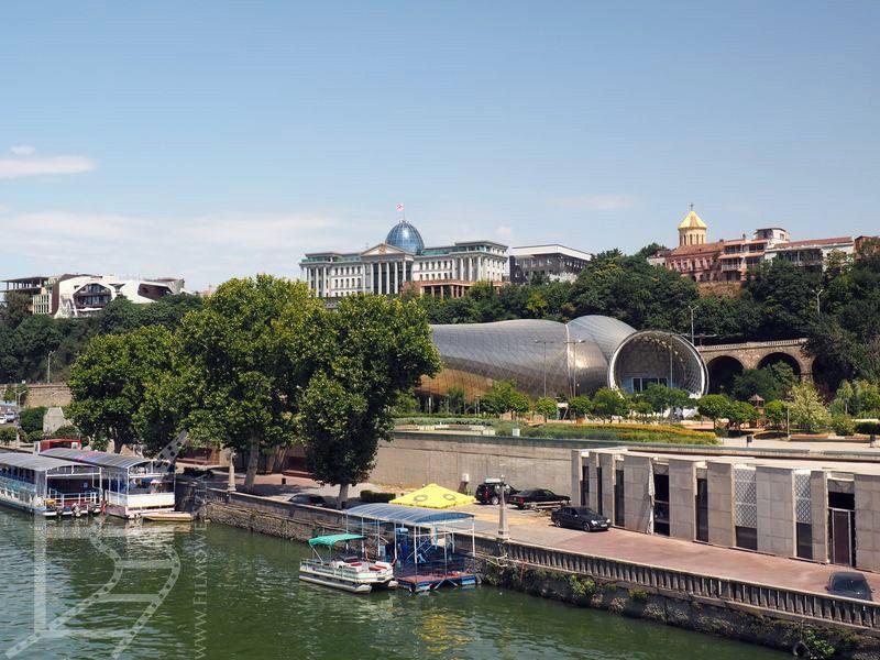 Widok na pałac prezydencki i okolice (Tbilisi, Gruzja)