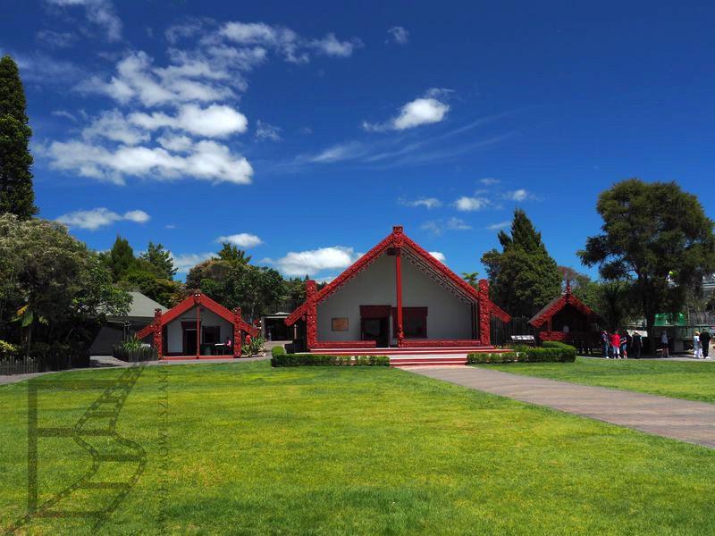 Uwspółcześniony marae (Te Puia, Rotorua)