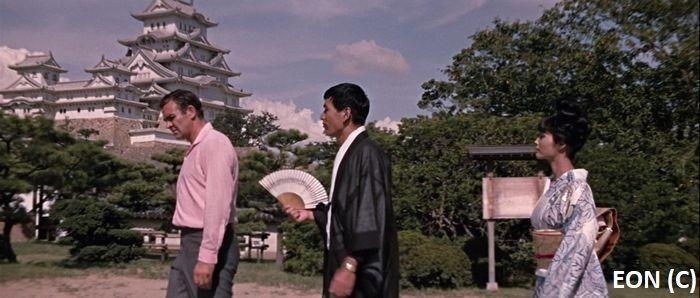 """James Bond, """"Żyje się tylko dwa razy"""". W tle zamek Białej Czapli (Himeji, Japonia)"""
