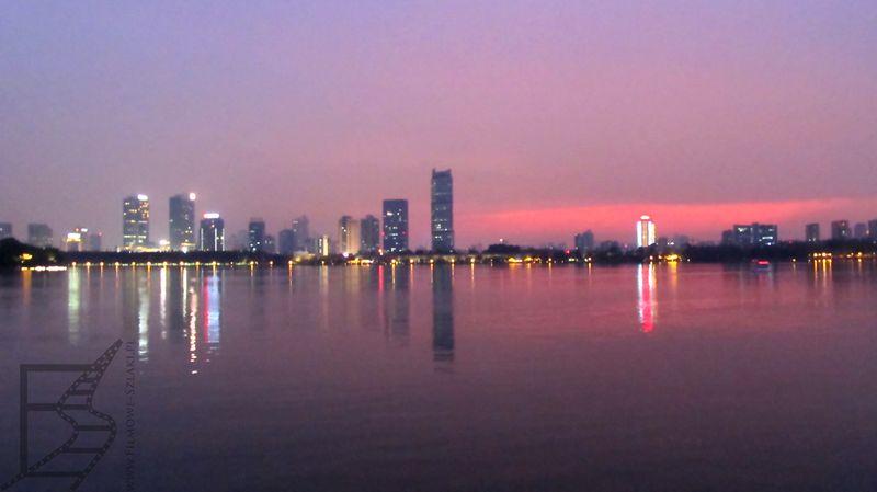 Jezioro Xuanwu i widok na Nankin