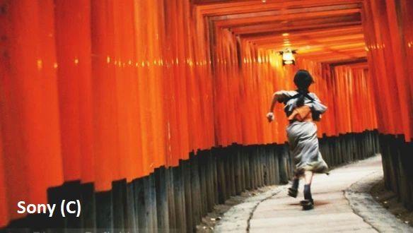 """Bramy te zostały uwiecznione w pamiętnej scenie w filmie """"Wyznania Gejszy"""" (Fushimi Inari, Kioto)"""