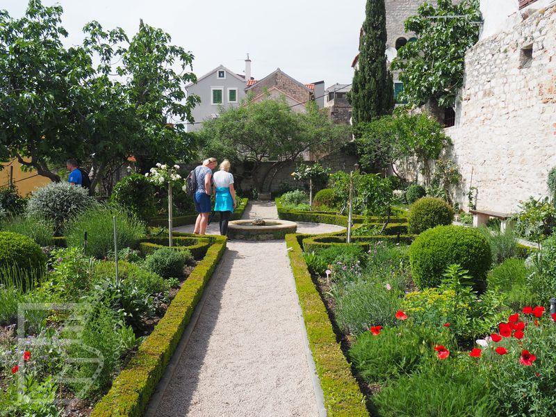 Ogród w klasztorze św. Wawrzyńca