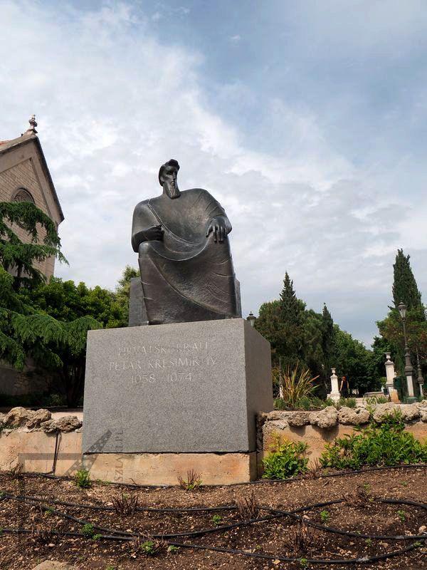 Petar Kresimir IV, pomnik w Szybeniku