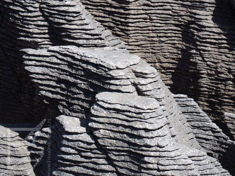 Warstwy skał ułożone niczym naleśniki