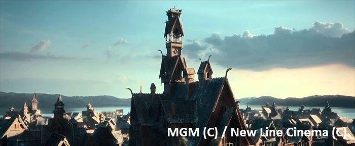 """""""Hobbit: Pustkowie Smauga"""" i jezioro Pukaki. Tutaj zbudowano scenografię miasta na wodzie – Esgaroth. Pukaki to Długie Jezioro w filmie. Natomiast bez scenografii dość ciężko znaleźć podobieństwo."""