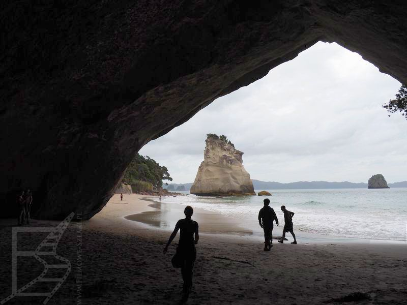Łuk Cathedral Cove jest dobrze znany dzięki Windowsowi