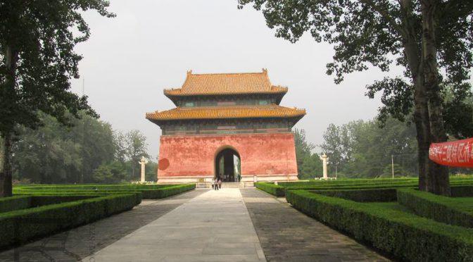 Wielka Czerwona Brama do Grobowców Mingów