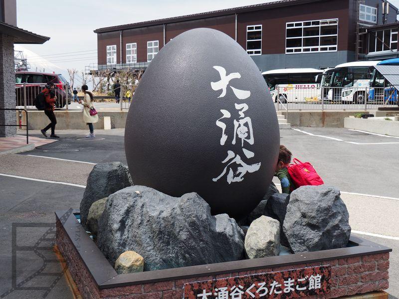 Ōwakudani słynie z jaj gotowanych w gorących, mineralnych wodach