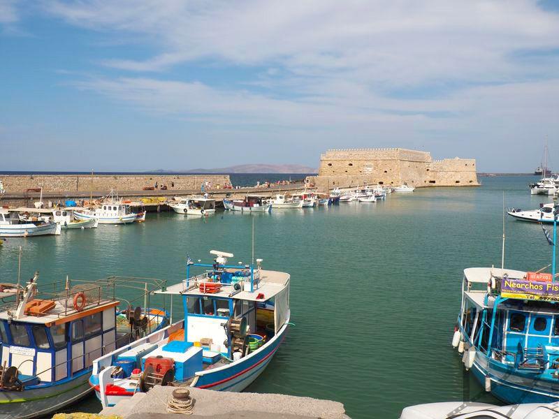 Widok na Port i fortecę Roca a Mare