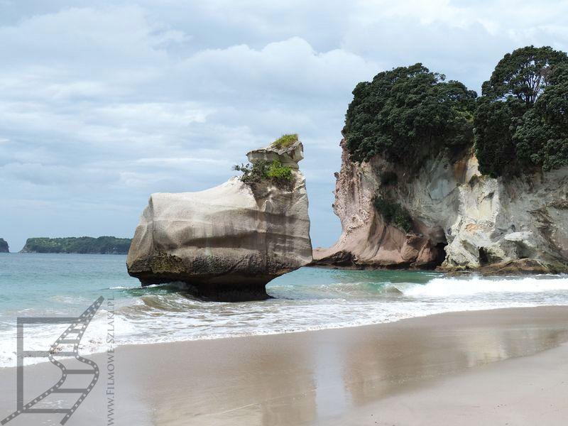 Formacje skalne na plaży