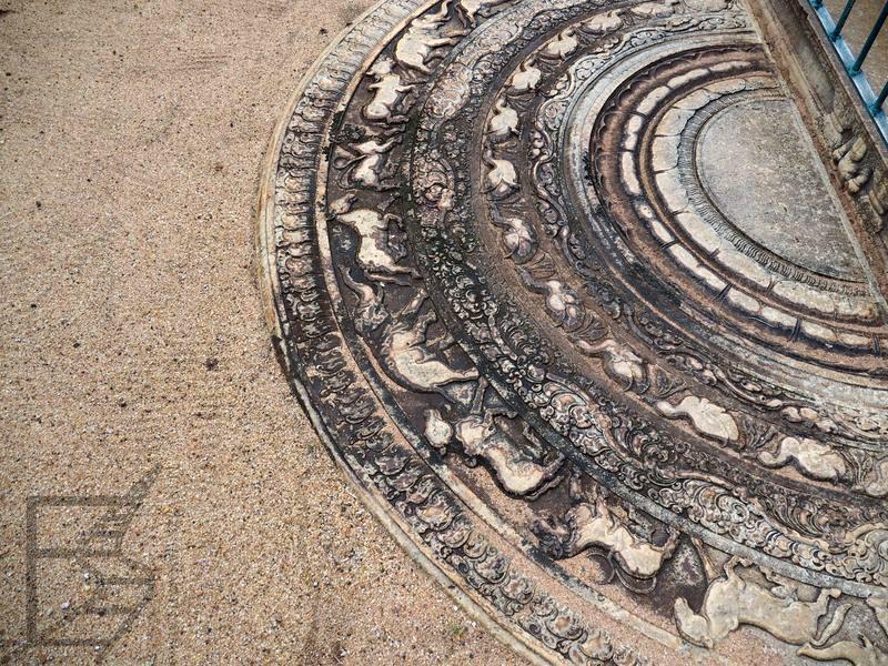 Księżycowy kamień, pełniący rolę wycieraczki