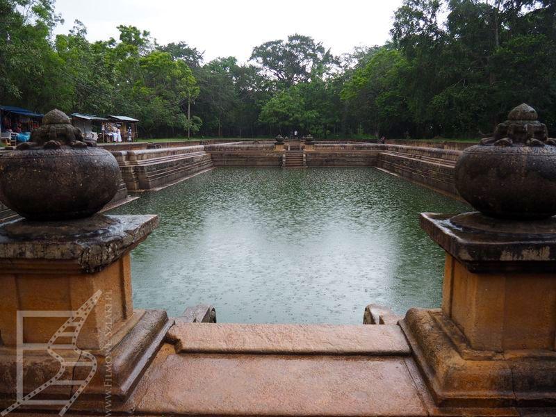Bliźniacze sadzawki Kuttam Pokuna (Anuradhapura)