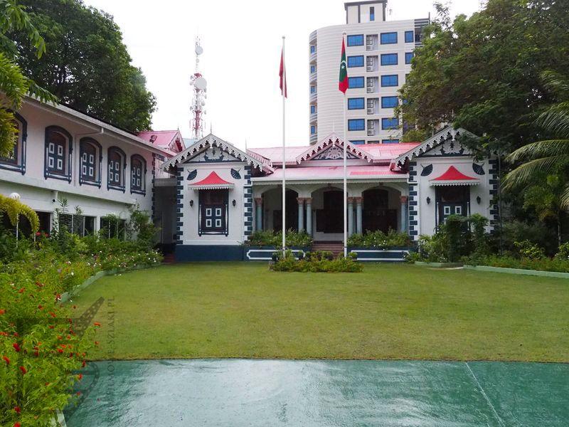 Muleeaage, pałac prezydenta a kiedyś sułtana