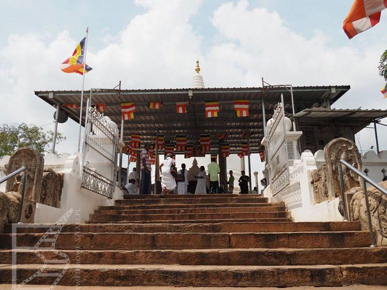 Wejście do dagoby Thuparamaya