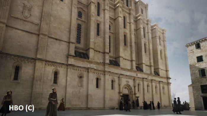 """Szybenik i """"Gra o tron"""": Katedra św. Jakuba po komputerowych przeróbkach zagrała siedzibę Żelaznego Banku w Braavos."""