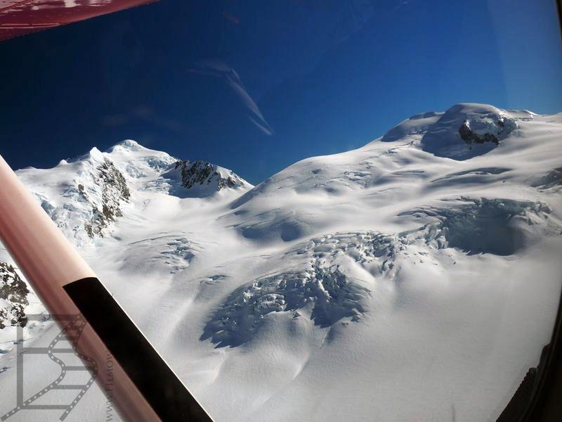 Widok na lodowiec Tasmana z awionetki