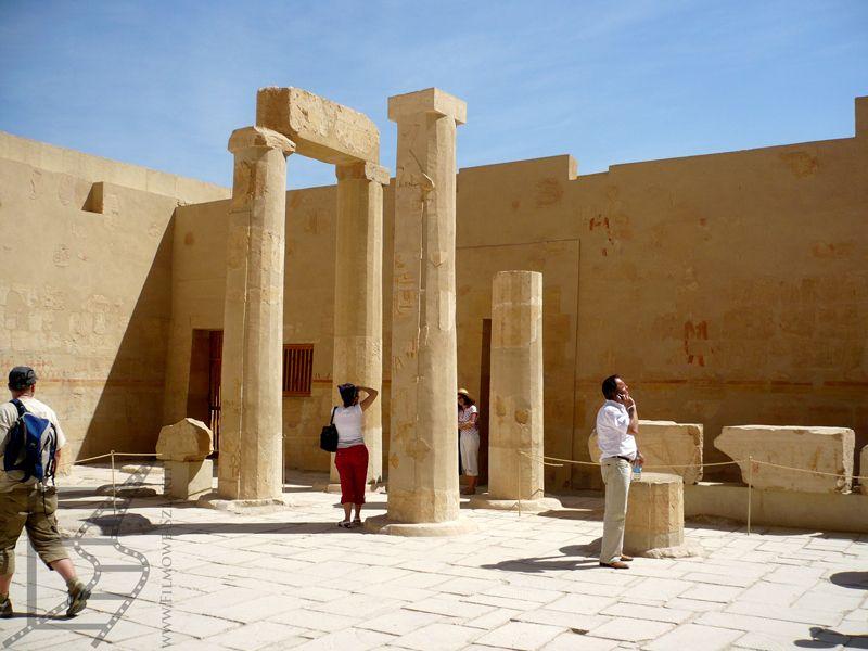 Ruiny w świątyni Hatszepsut