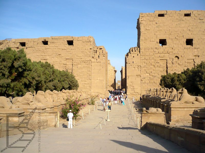 Karnak w Luksorze, główne wejście do świątyni