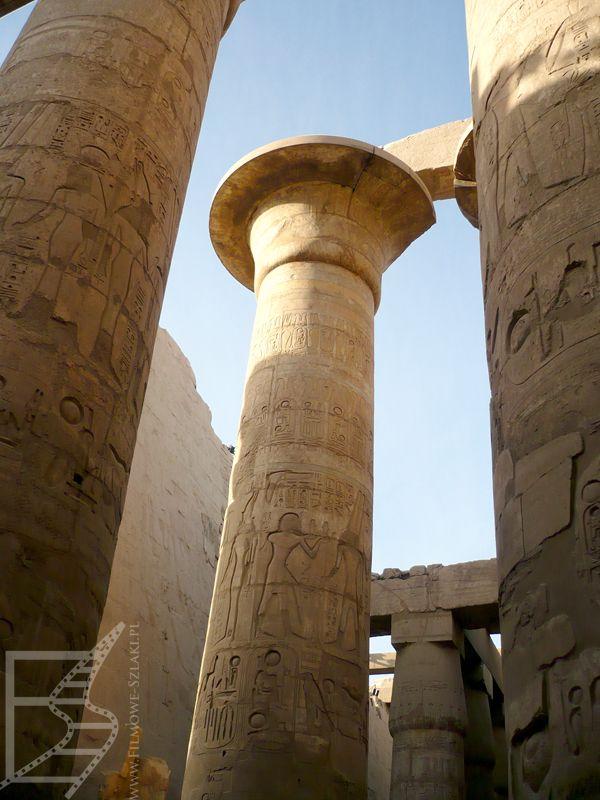 Olbrzymie kolumny w Karnaku