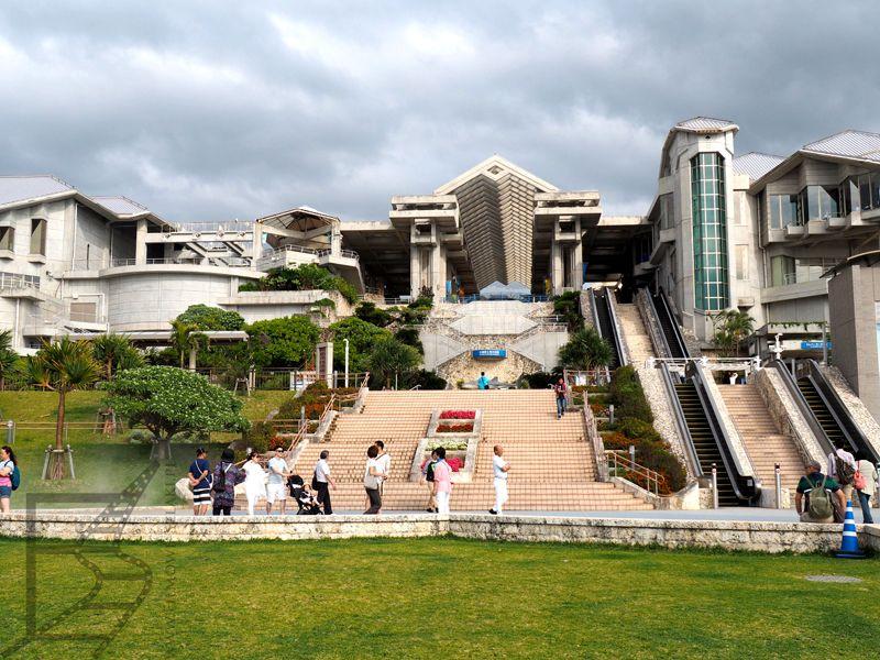Główny budynek Churaumi Aquarium