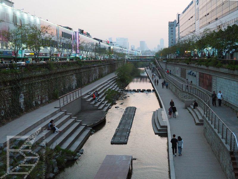 Bulwary wzdłuż kanału i drogi Cheonggyecheon